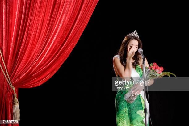 hispanic beauty pageant winner crying on stage - winners podium stockfoto's en -beelden