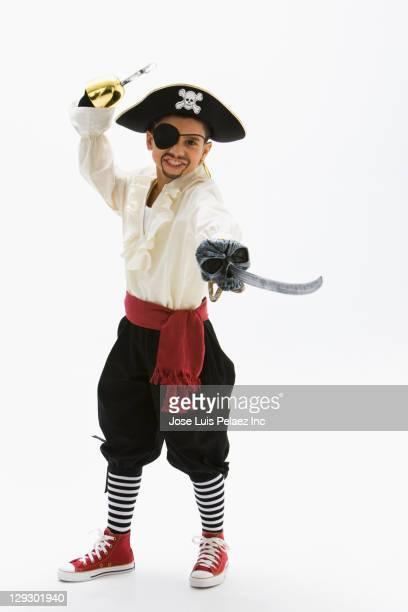 hispanic boy in pirate costume holding sword - tradição - fotografias e filmes do acervo