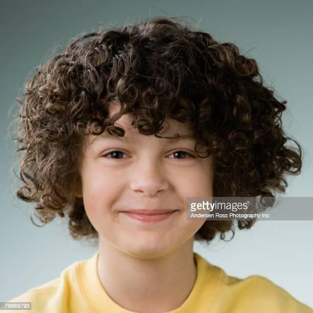 hispanic boy with curly hair - 8 9 años fotografías e imágenes de stock