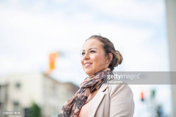 hispanic business woman in the city - fatcamera stock pictures, royalty-free photos & images