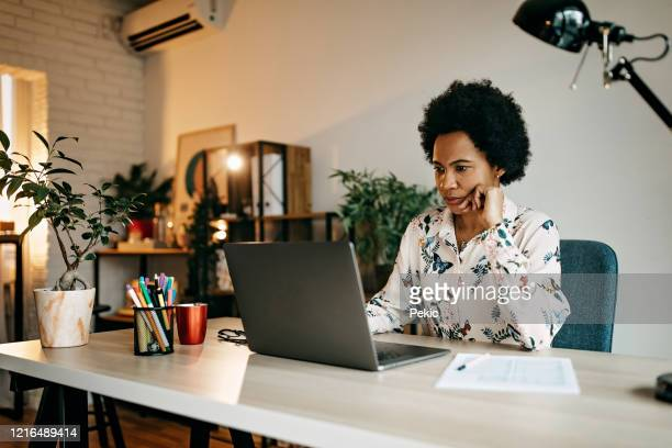 hispanic business woman working from home - using computer stock pictures, royalty-free photos & images