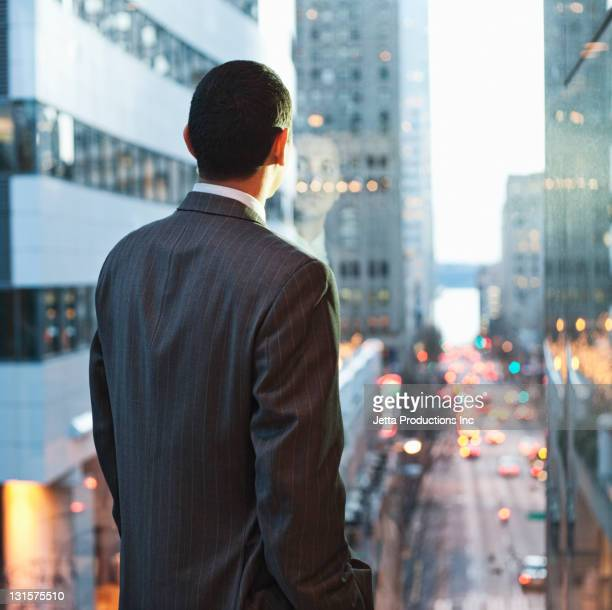 Hispanische Geschäftsmann city Motiv