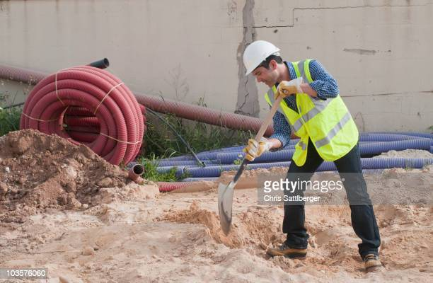 hispanic construction worker digging - digging stock pictures, royalty-free photos & images