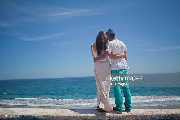 hispanic couple admiring seascape at beach - ビーニャデルマル ストックフォトと画像