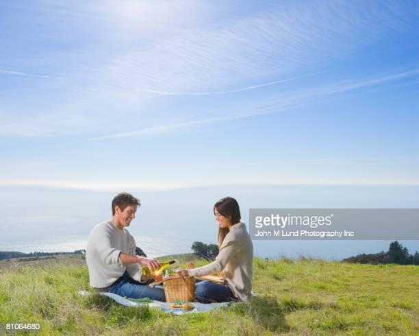 hispanic couple having picnic - picnic foto e immagini stock