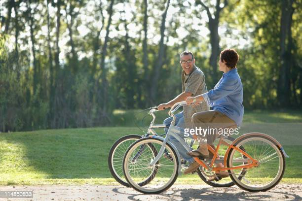 hispanic couple riding bicycles - houston texas fotografías e imágenes de stock