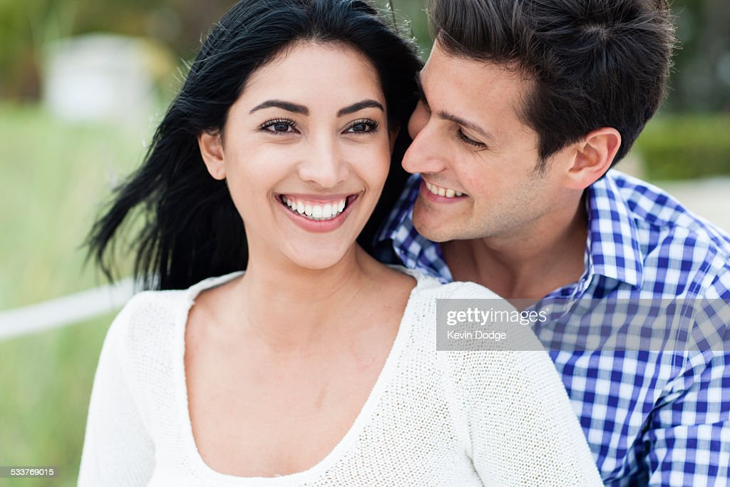 Hispanic couple smiling outdoors : Foto stock
