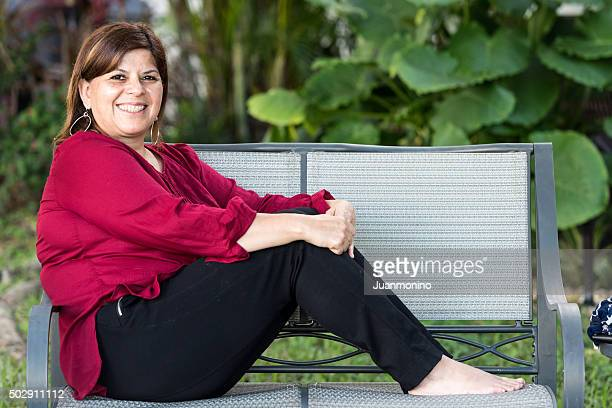 hispanic forty something woman - short hair for fat women stock pictures, royalty-free photos & images