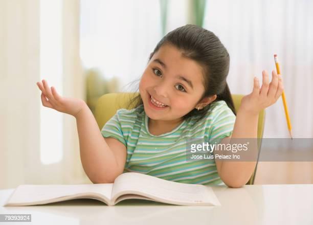 hispanic girl shrugging shoulders - encogerse de hombros fotografías e imágenes de stock