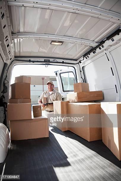 hispanic mann liefern-packages - fahrzeug innenansicht stock-fotos und bilder