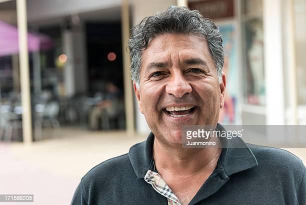 hispânica homem maduro - 55 59 anos - fotografias e filmes do acervo