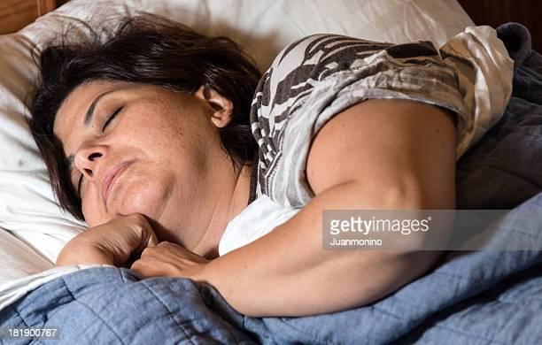 Hispanic Reife Frau Schlafen