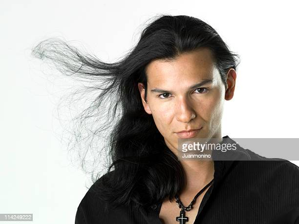 hispanisch oder ureinwohner männliches model - schwarzes haar stock-fotos und bilder