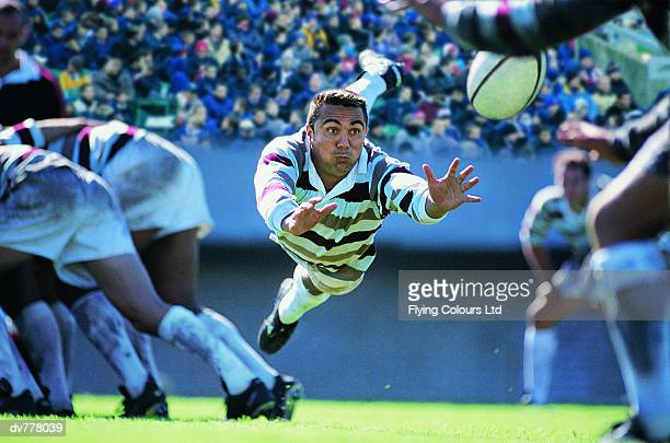 hispanic rugby union player jumping to catch the ball - passing sport stockfoto's en -beelden