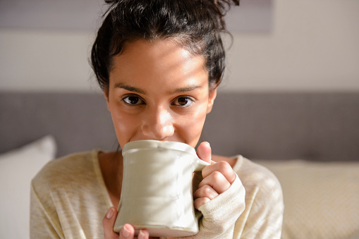 Hispanic woman drinking coffee - gettyimageskorea