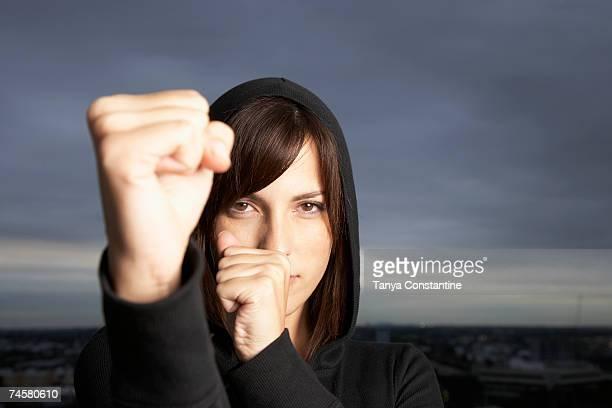 hispanic woman in fighting stance - verteidigen stock-fotos und bilder