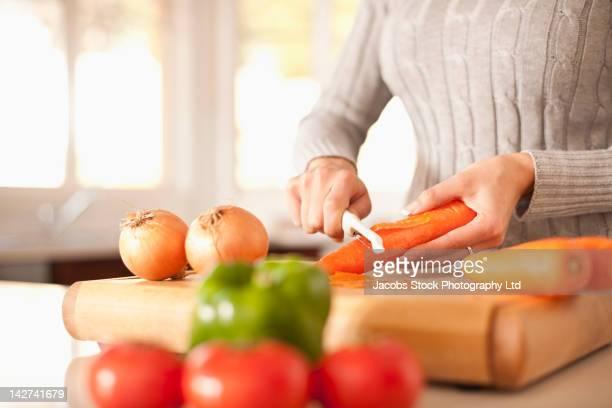 hispanic woman preparing vegetables - dunschiller stockfoto's en -beelden