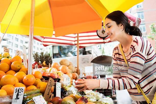 hispanic woman shopping at farmers market - ファーマーズマーケット ストックフォトと画像