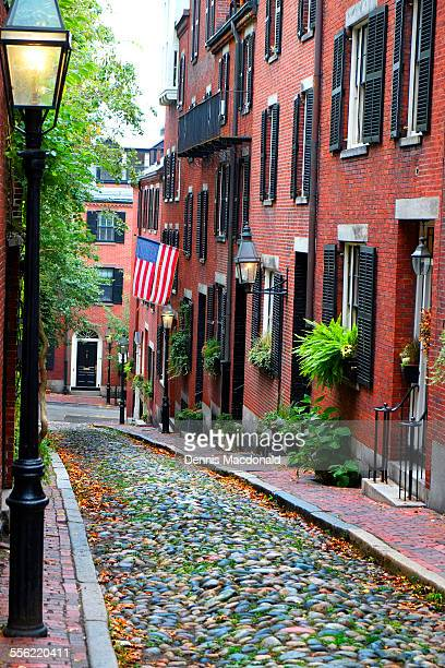 historic acorn street on beacon hill - acorn street boston stock pictures, royalty-free photos & images