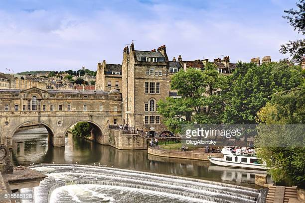 historic bridge and river avon, bath, somerset, england, united kingdom. - southwest england stock photos and pictures