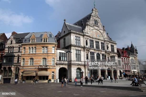 historic building at sint baafs plein - 東フランダース ストックフォトと画像