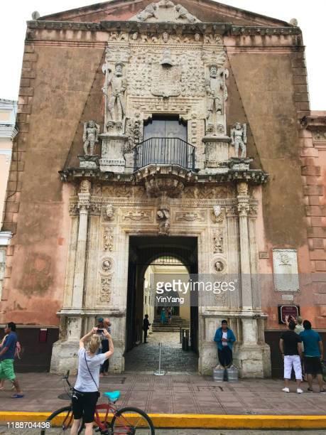 historisches gebäude casa de montejo in merida, yucatan, mexiko - casa stock-fotos und bilder