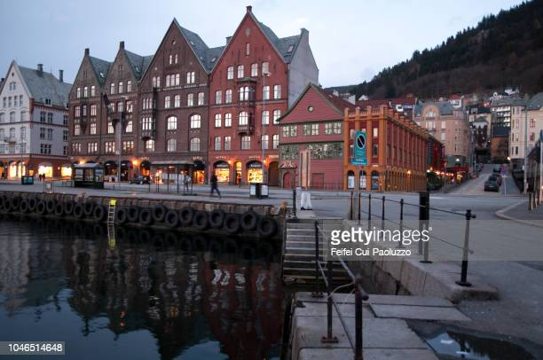 historic buildings at bergen city at night in western norway - feifei cui paoluzzo stock pictures, royalty-free photos & images