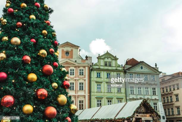 historic buildings in old town of prague. with christmas tree and market - プラハ 旧市街広場 ストックフォトと画像