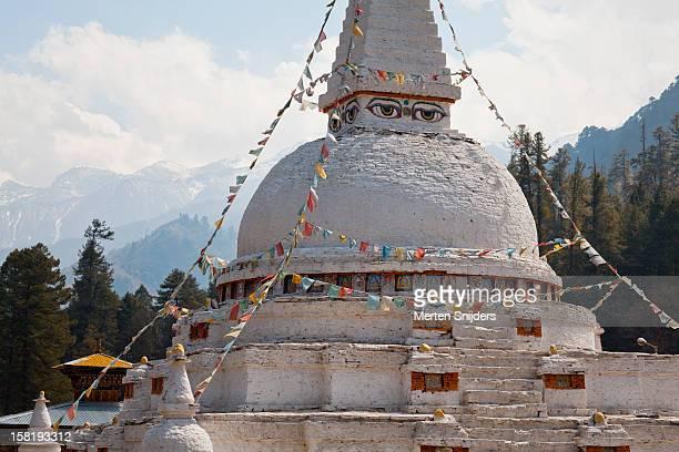 historic chendebji chorten stupa - merten snijders fotografías e imágenes de stock