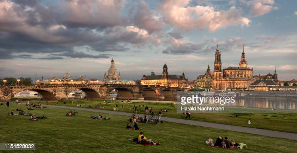 historic city center at river elbe in the evening, dresden, saxony, germany - flussufer stock-fotos und bilder