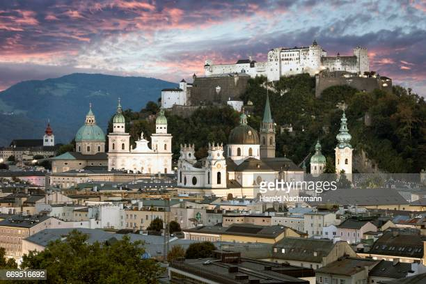 historic city center of salzburg - sonnenuntergang stock pictures, royalty-free photos & images