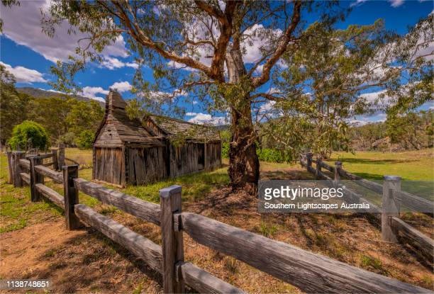 historic colonial buildings and fence-lines, wilderness area in the byadbo district, alpine high country, victoria, australia. - história social - fotografias e filmes do acervo