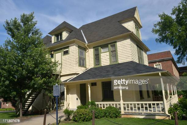 historic cottage in penn state campus - state college pennsylvania stock pictures, royalty-free photos & images