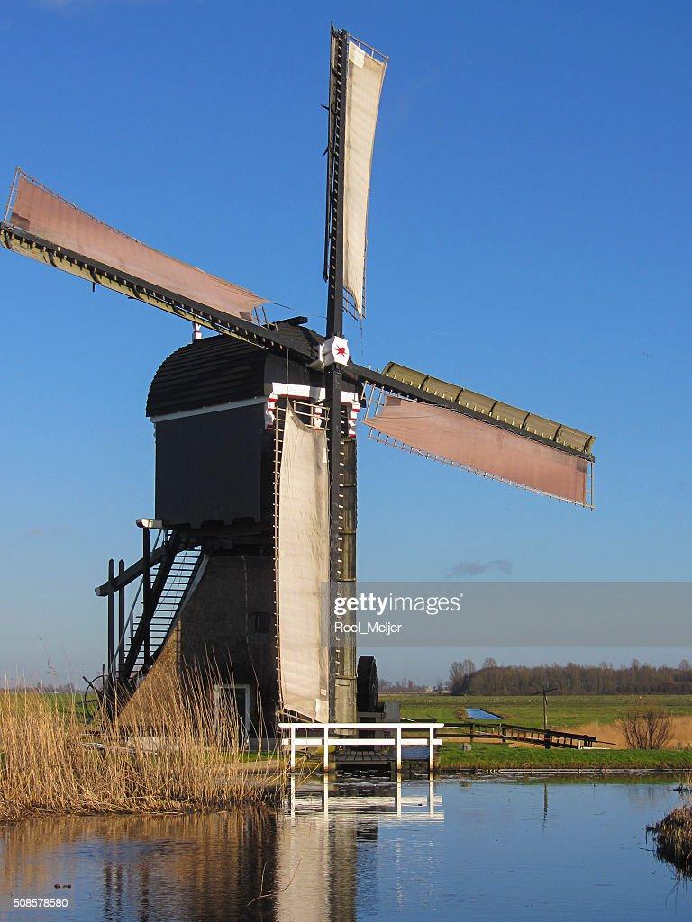 Storico mulino olandese per il drenaggio dell'acqua : Foto stock