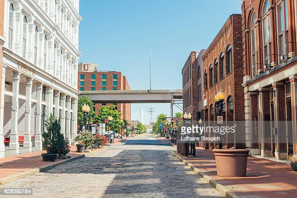historic laclede's landing saint louis missouri riverfront street scene midwest - st. louis missouri stock pictures, royalty-free photos & images