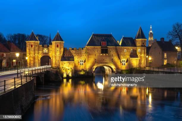 terra storica e watergate il koppelpoort ad amersfoort - porta cittadina foto e immagini stock