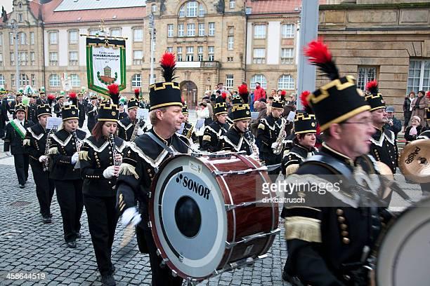 historische miners parade - paraden stock-fotos und bilder