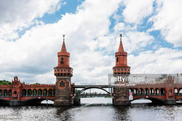 historic oberbaumbrücke bridge in kreuzberg, berlin, germany - フリードリッヒハイン ストックフォトと画像