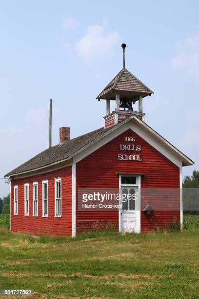 historic red dells school (1866) - rainer grosskopf foto e immagini stock