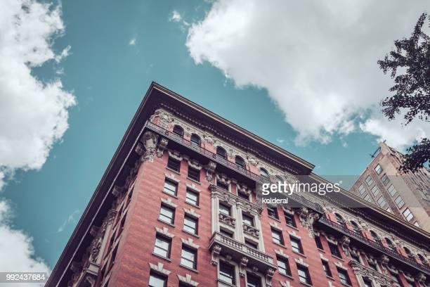 historic residential building against blue sky in midtown manhattan - パークアベニュー ストックフォトと画像