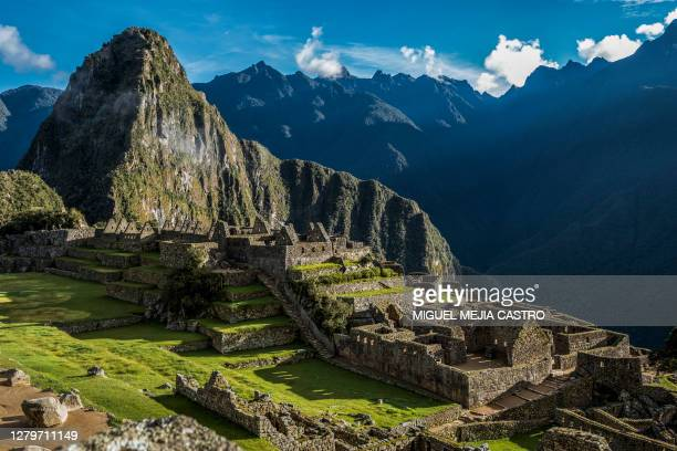 historic sanctuary of machu picchu - south america stock pictures, royalty-free photos & images