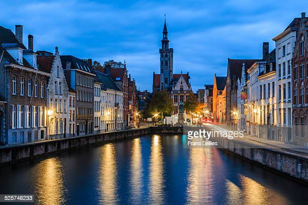 historic spiegelrei harbor in bruges, belgium - frans sellies stock pictures, royalty-free photos & images