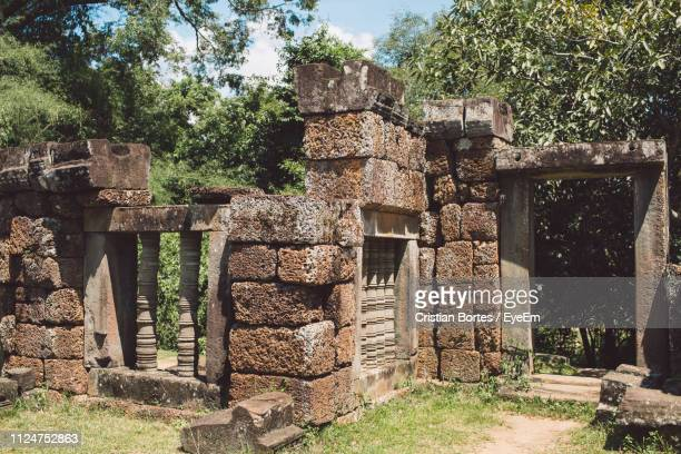 historic temple at siem reap - bortes stock-fotos und bilder
