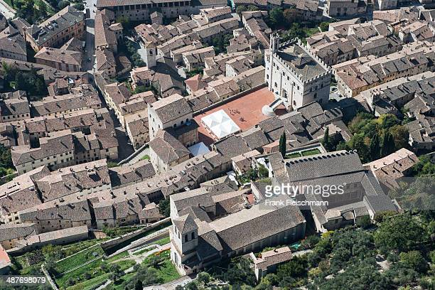 historic town and town centre with piazza grande, gubbio, province of perugia, umbria, italy - gubbio stock pictures, royalty-free photos & images