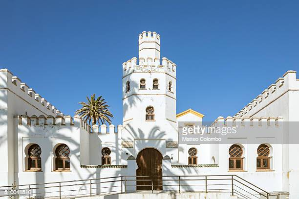 historical building in the old town of tarifa, andalusia, spain - cádiz fotografías e imágenes de stock