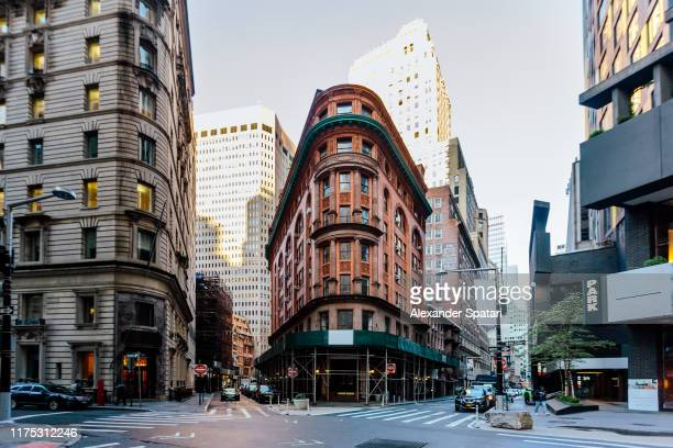 historical buildings in manhattan downtown financial district, new york city, usa - wall street lower manhattan stock pictures, royalty-free photos & images