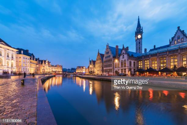 historical centre of bruges (brugge), belgium. bruges is distinguished by its canals, cobbled streets and medieval buildings - bélgica imagens e fotografias de stock