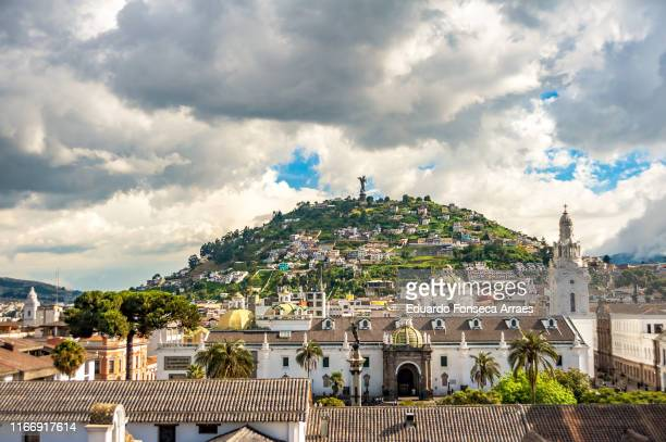 """historical colonial district of quito and the """"virgin of el panecillo"""" - エクアドル ストックフォトと画像"""