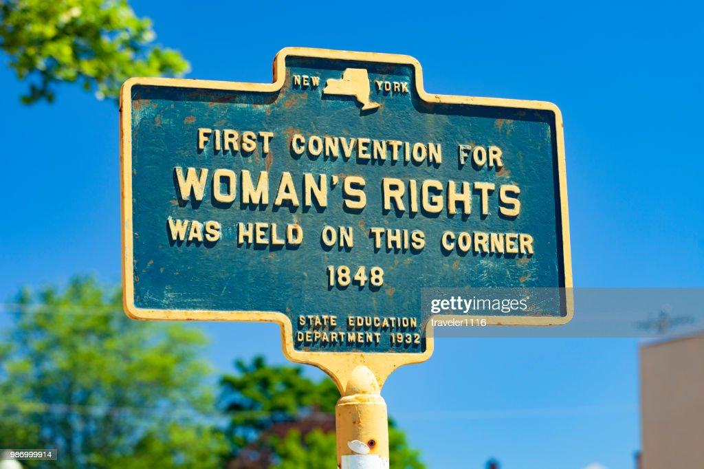 Marco histórico para o Held primeiro para a Convenção dos direitos da mulher em Seneca Falls, Nova Iorque : Foto de stock