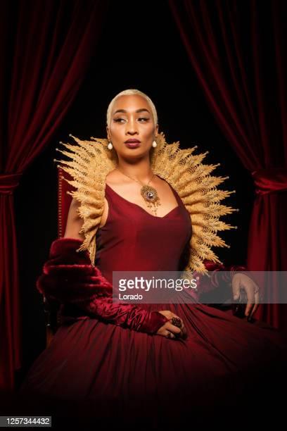 historical mixed race queen character on the throne - rainha pessoa real imagens e fotografias de stock
